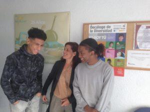 Catalina con alumnos de Alcobendas en habilidades sociolaborales