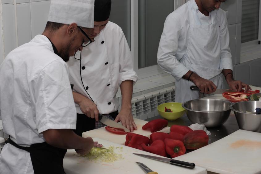 Más de 60 comidas semanales en el catering social