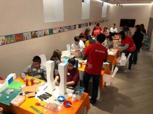 Los niños y niñas de Norte Joven en el taller didáctico en el Museo del Prado con voluntarios de Fundación Cepsa
