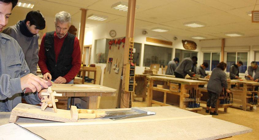 taller creativo de escultura en carpintería