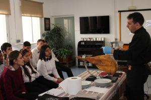 Alumnado de hostelería de Norte Joven Vallecas con Navidul